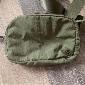 Lululemon Everywhere Belt Bag• Med. Olive/Lime 🍈
